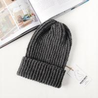 Тёмно-серая шапка